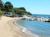 La plage d'Arène-Grosse et le port
